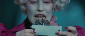 elizabeth-banks-as-effie-trinket-in-the-hunger